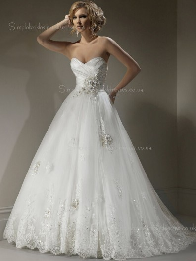 Princess Sleeveless Sweep Applique / Lace / Beading Ivory Organza Sweetheart Wedding Dress