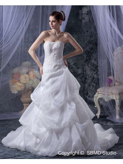 Sleeveless Ivory Beading / Applique / Cascading-Ruffles Strapless Organza / Satin A-Line / Ball Gown Lace Up Natural Chapel Wedding Dress