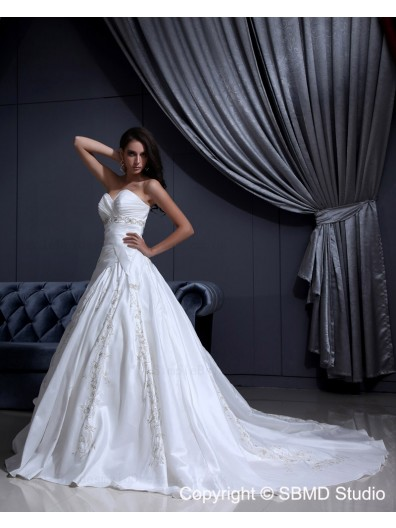 Ivory Chapel A-Line / Ball Gown Satin Zipper Sleeveless Beading / Embroidery / Ruffles Sweetheart Natural Wedding Dress