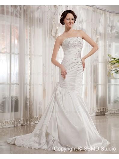 A-line Taffeta Court Sleeveless Lace Up Empire Beading / Applique / Ruffles Strapless / Bateau Ivory Wedding Dress