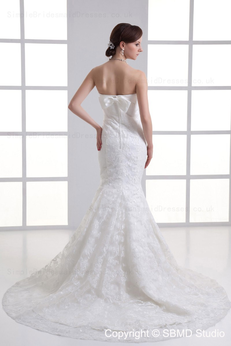 Tulle Mermaid Applique Sleeveless Beteau Wedding Dress