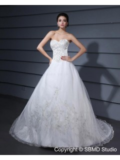 Sleeveless Natural A-Line / Ball Gown Strapless Embroidery / Beading White Court Zipper Organza / Satin Wedding Dress