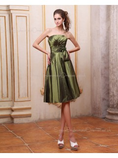 Natural Sleeveless Ruffles/Bow/Flowers Green Zipper A-line Taffeta Floor-length Strapless Bridesmaid Dress